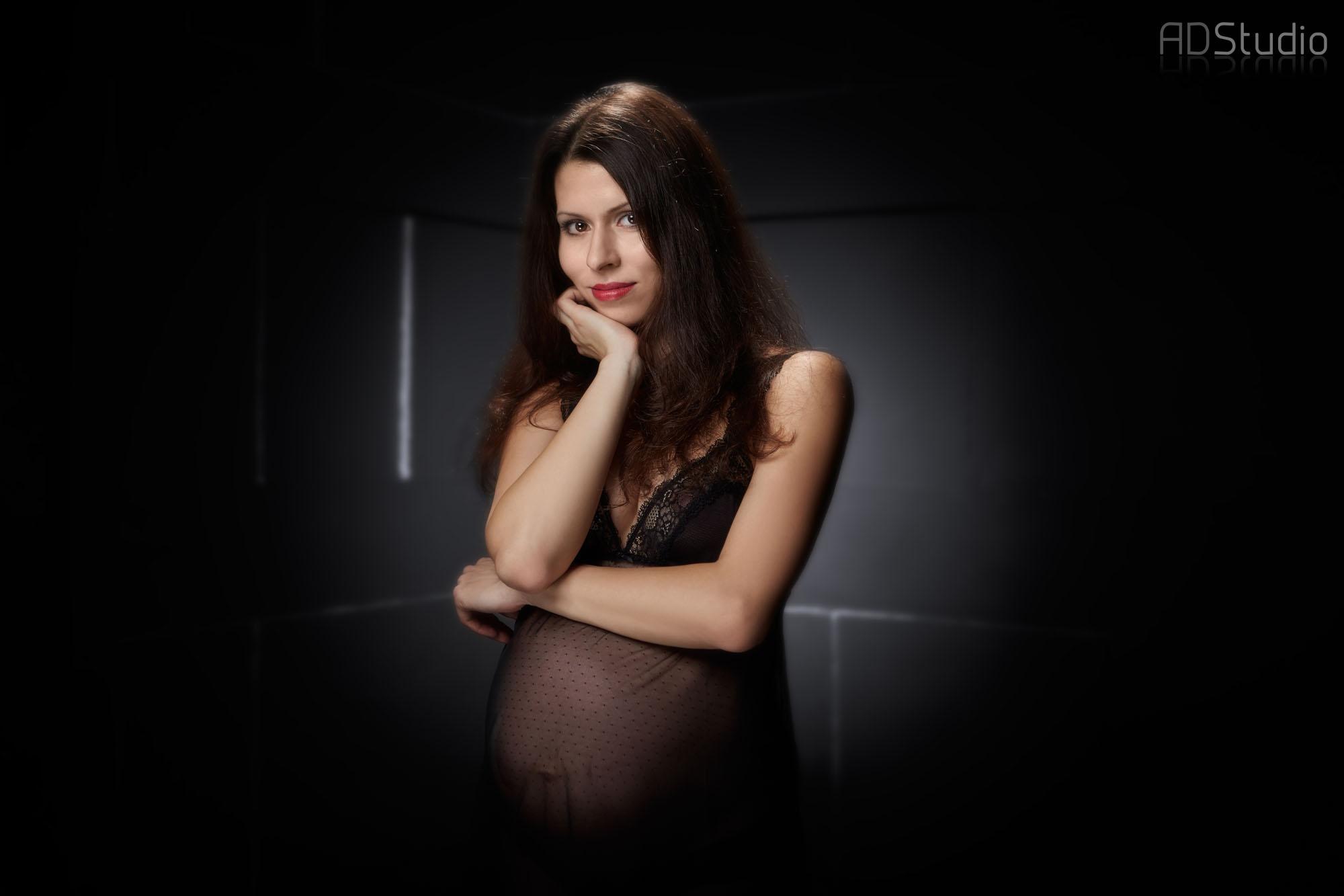 studyjna fotografia kobiety w ciąży