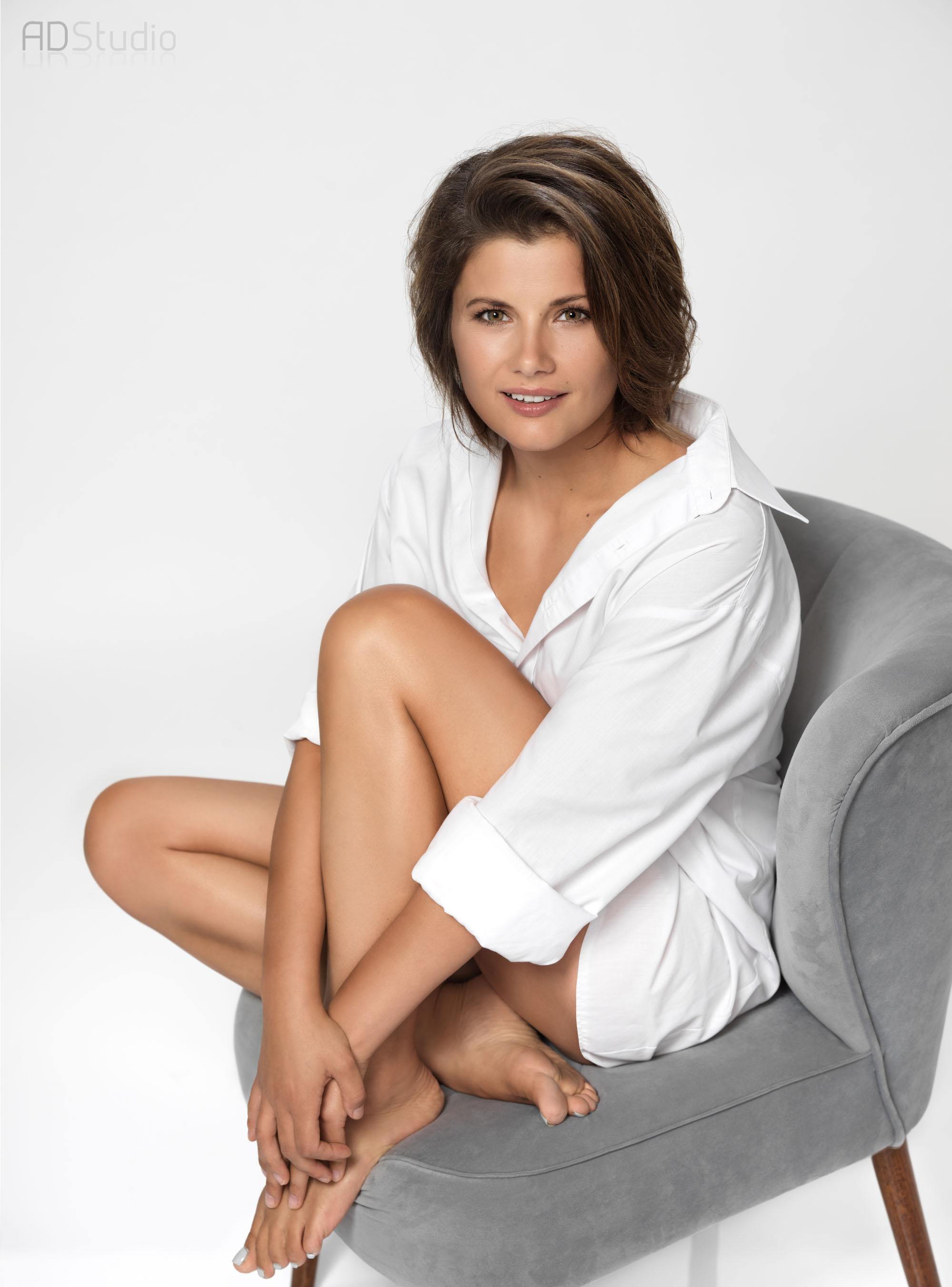 portret kobiety na fotelu - Agnieszka Sienkiewicz